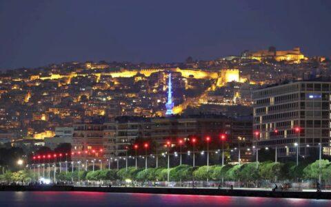 Βραδυνή άποψη της πόλης από την παραλία