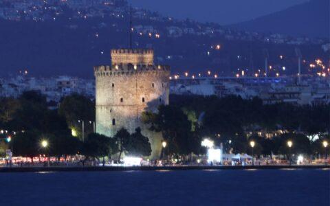 Λευκός πύργος νύχτα
